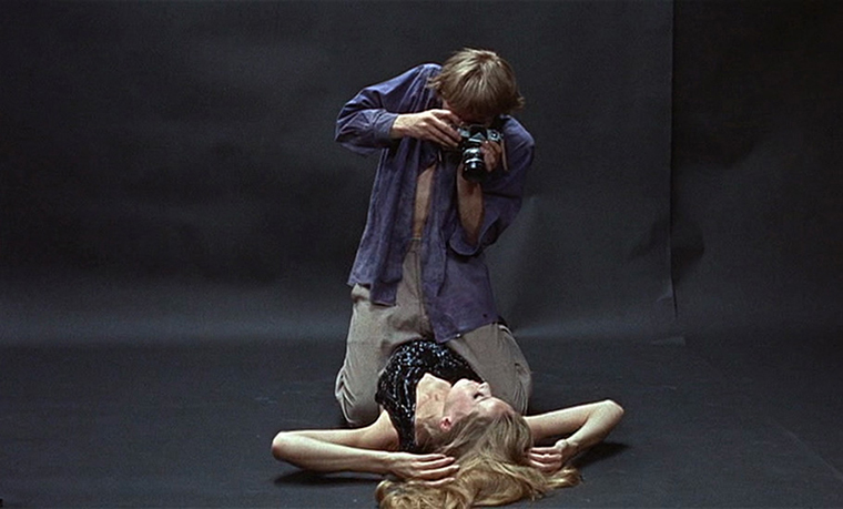 A still from Michelangelo Antonioni's Blow-Up (1966)