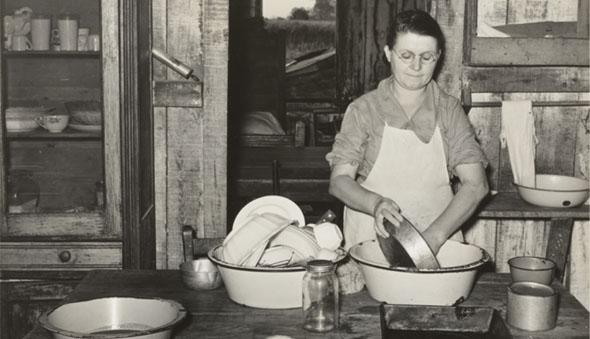 On Washing Dishes by Lau Guzmán