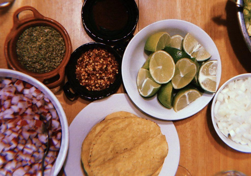 ¿Y qué es eso, no vas a comer mi comida? by Pilar Cerón